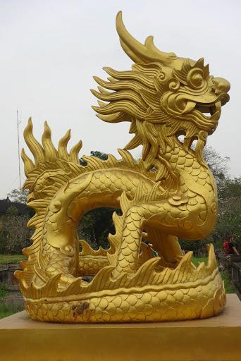 越南民族的龙:皇帝用至高无上的五爪金龙,民间百姓也以龙为象征