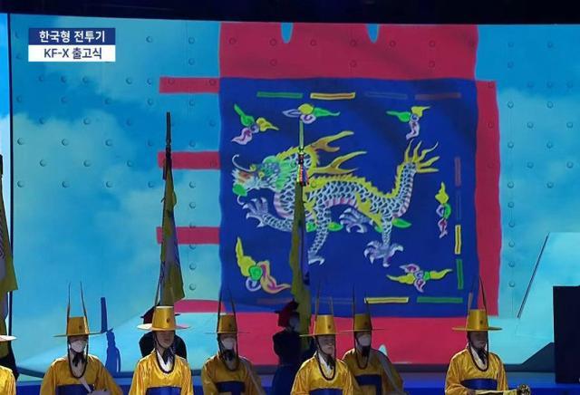 韩国国产隐身机下线,仪式上竟挂五爪金龙!别激动,还真有资格挂