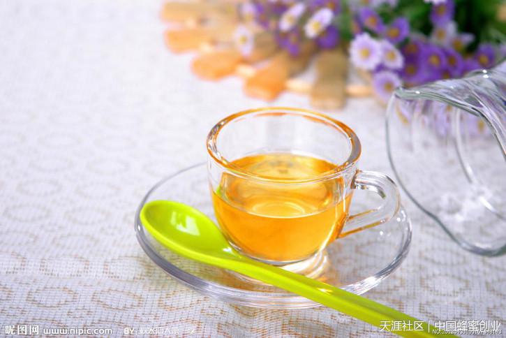 蜂蜜水的作用与功效 《蜂蜜创业记录》。