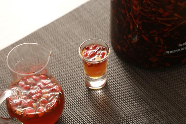 何首乌枸杞泡酒的功效,首乌和黑枸杞泡酒的功效