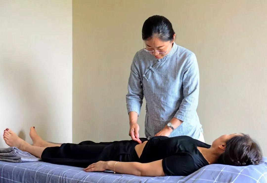 运动员小腿筋痛可以针灸吗,董氏针灸治疗腿抽筋